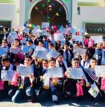 صورة جماعية للطلاب المتفوقين