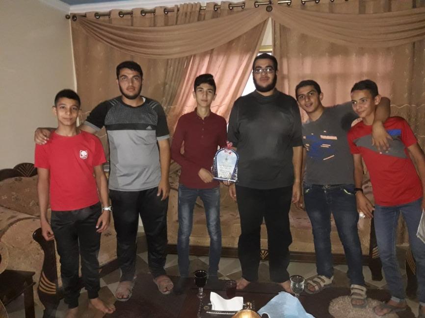 قامت الكتلة الاسلامية في مدرسة النيل بزيارة أحد طلاب الهيئة الداخلية بسبب وعكة صحية ..