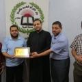 تقديم درع شكر لإدارة دار القرآن الكريم والسنة