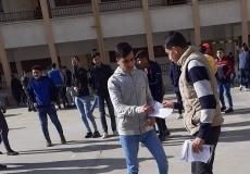 توزيع بروشورات خاصة بصفقة القرن بمدراس غرب غزة