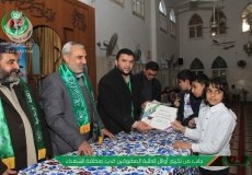 الكتلة الإسلامية في المسجد الكبير في مخيم المغازي تكرم  الطلاب المتفوقين