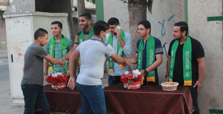 جانب من استقبال الطلاب على بوابات المدارس