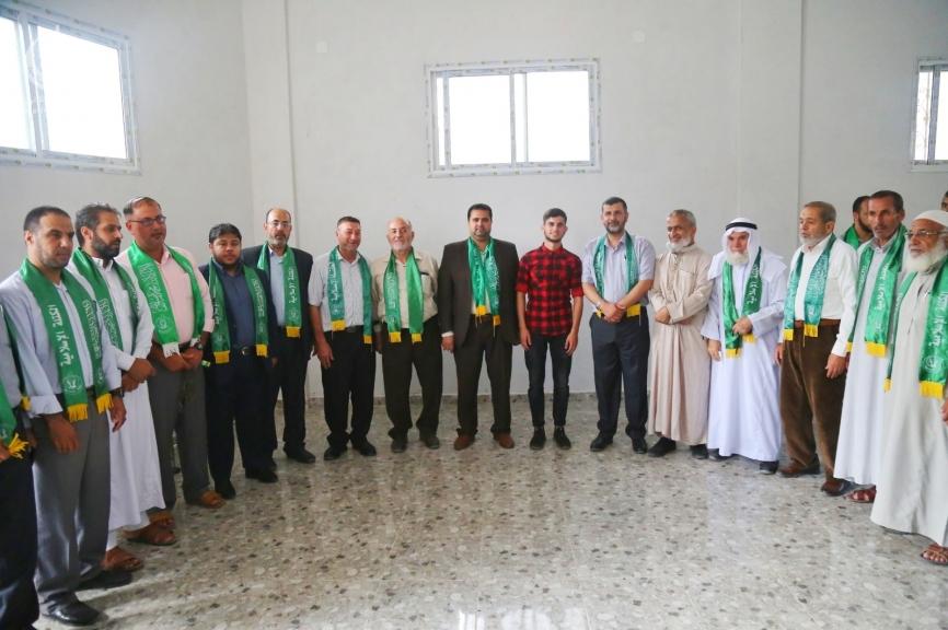 قيادة حماس والكتلة الإسلامية برفح تزور أوائل الطلاب المتفوقين بالثانوية العامة على مستوى محافظة رفح