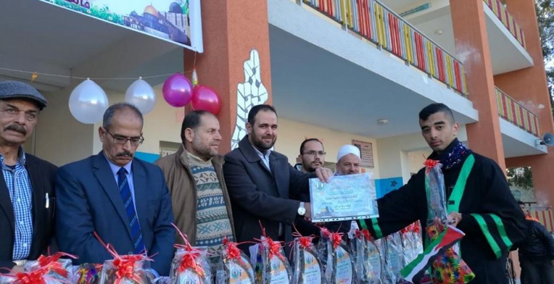 أ. حماد الرقب وإدارة المدرسة وقيادة الكتلة الإسلامية خلال التكريم