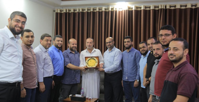 قيادة الكتلة الإسلامية تكرم د. فتحي حمّاد