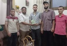 الكتلة الإسلامية في منطقة الجنوبية برفح تزور الطلاب المتفوقين في الثانوية العامة