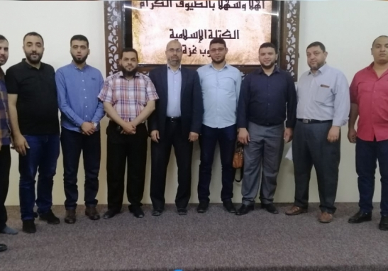 صورة لرئاسة الكتلة مع العاملين